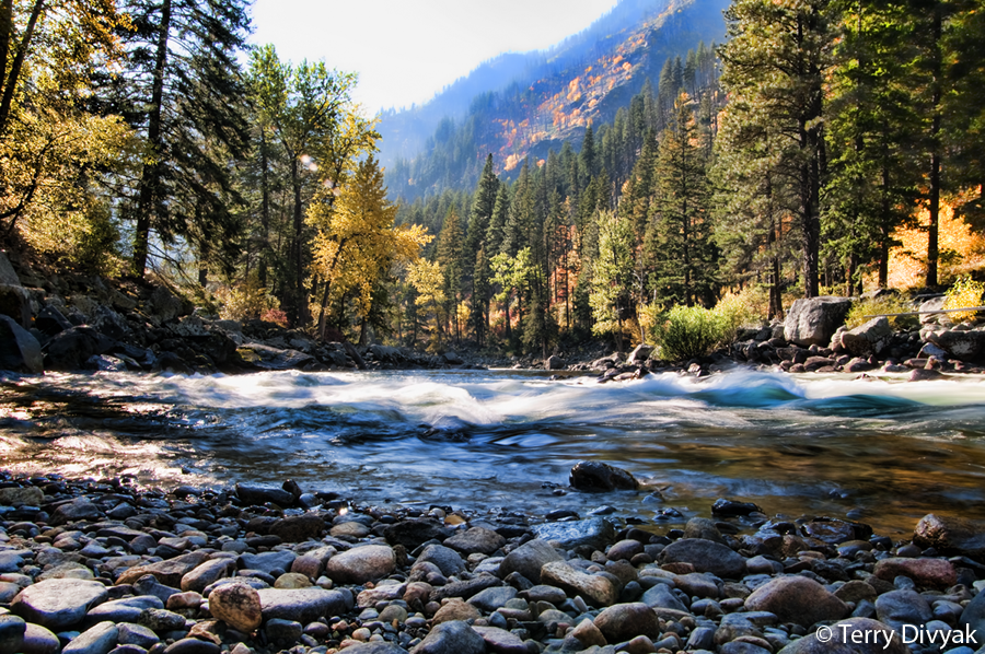 River flowing with fall colors near Leavenworth.